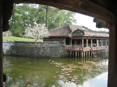 On the bank of the lake are the Xung Khiem Pavilion and Du Khiem Pavilion where the Emperor passed his time looking flowers, composing his poems, reading books, etc.