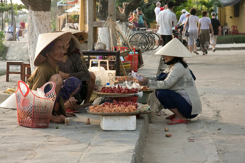 Selling Things by Andy, Hoi An