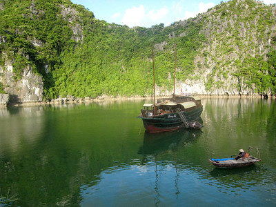Ha Long Bay fisherman (photo courtesy of Mark Polishook)