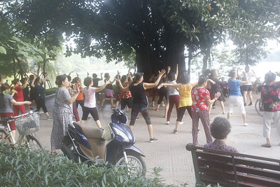 Day 4: Weds. Oct. 23rd:  Wake up slowly with Tai Chi in the Park: