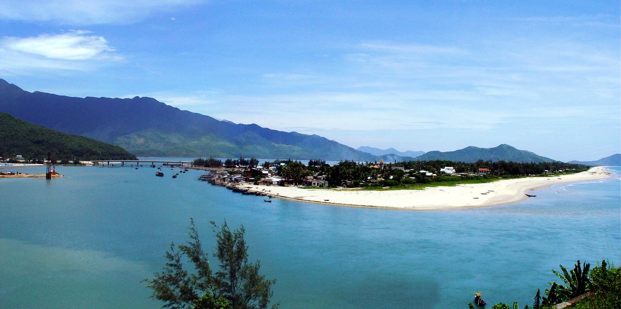 lang co beach panoramic