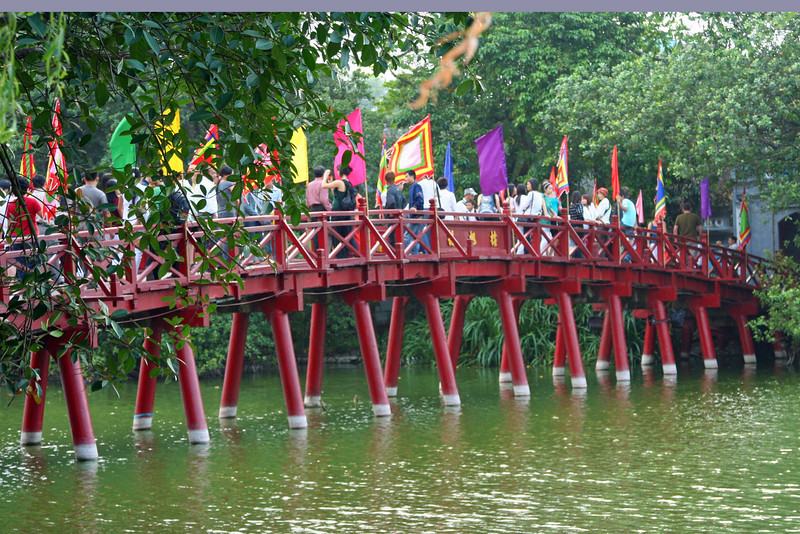 Bridge over Hoan Kiem Lake, Hanoi, Vietnam