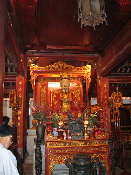 The main alter to Confucious (that's him) in the Temple of Lit.