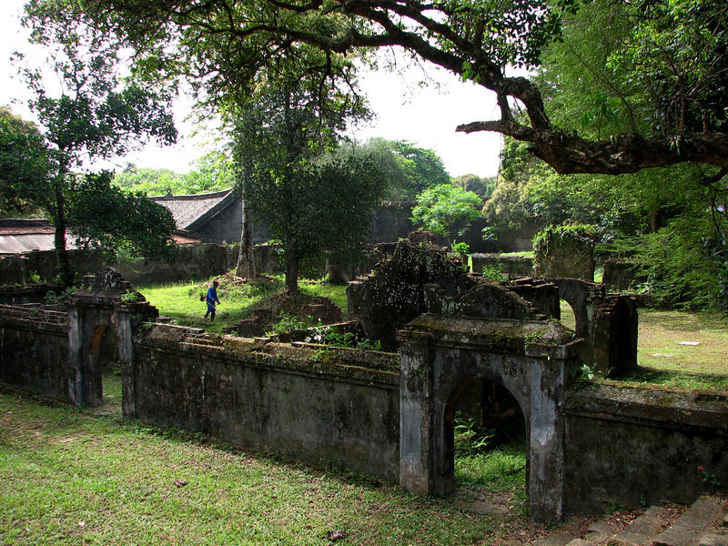 Much of the temple grounds in the tomb were burned by the French when they left.
