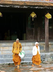 Monniken in Hué. Hué, Vietnam