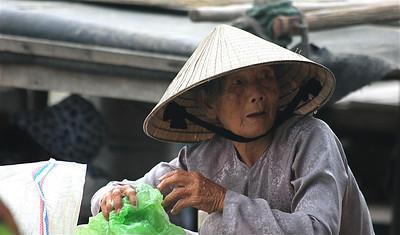 De oude dame van Hoi An. Cho Hoi An, Hoi An, Vietnam.