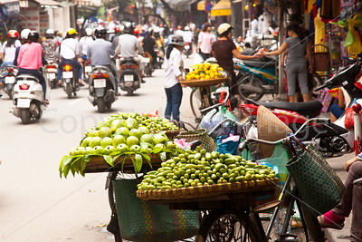 Old Quarter Hanoi fruit vendors
