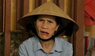 Betelnoten kauwen. Cho Hoi An, Hoi An, Vietnam.