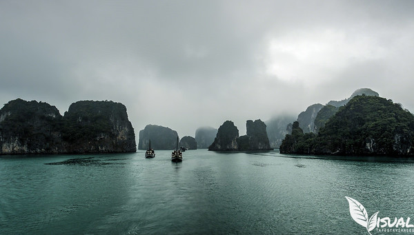 Sailing along on Bai Tu Long Bay, Vietnam