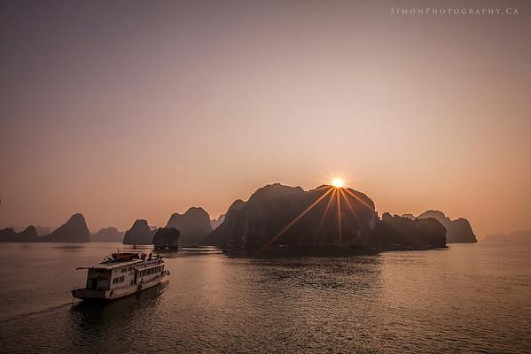 Boat cruise on Halong Bay