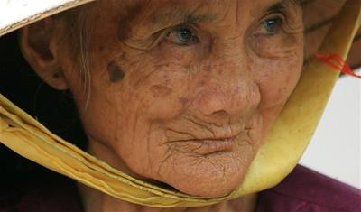 Mooi getekend gezicht van deze oude dame. Cho Hoi An, Hoi An, Vietnam.