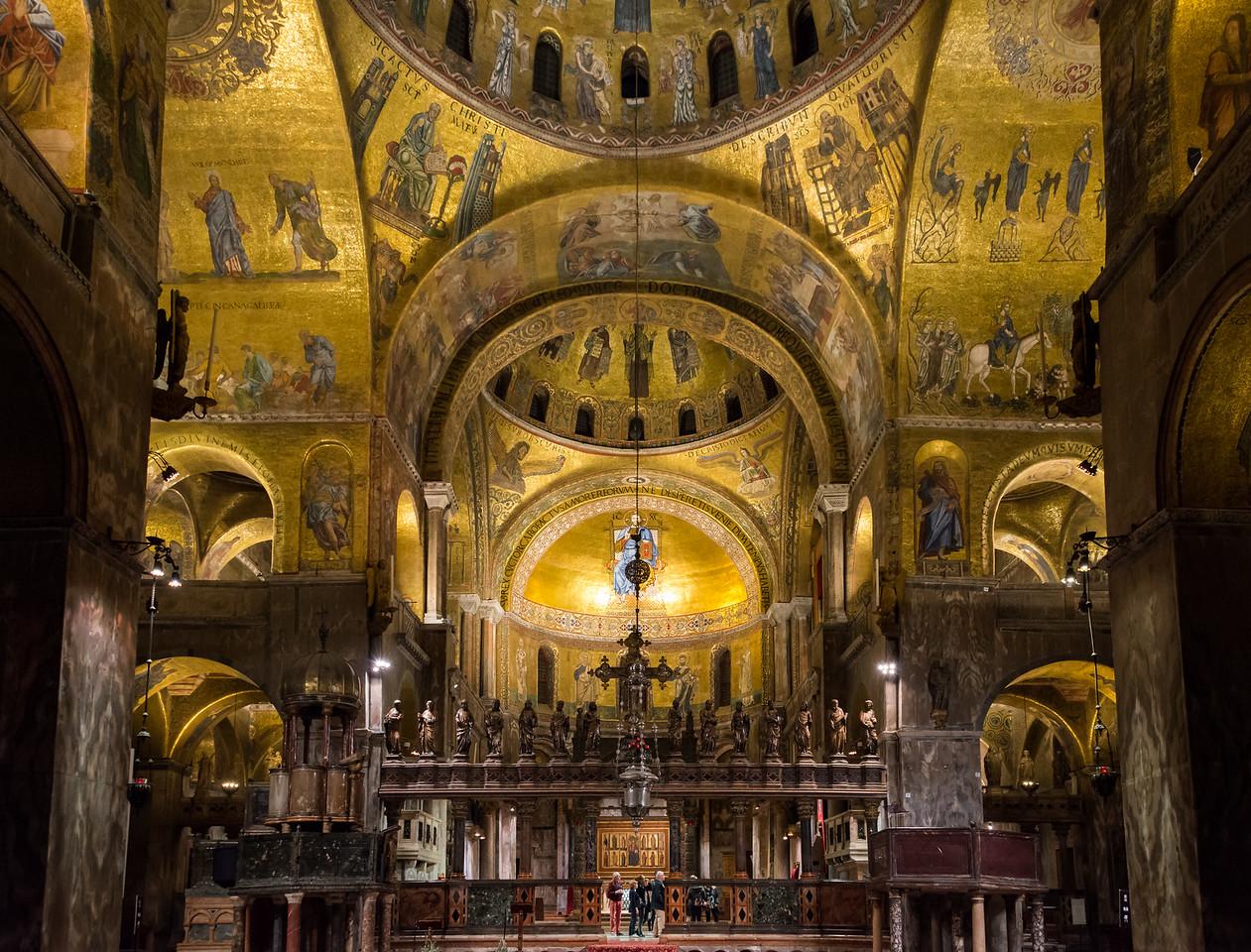 Inside San Marcos Basilica