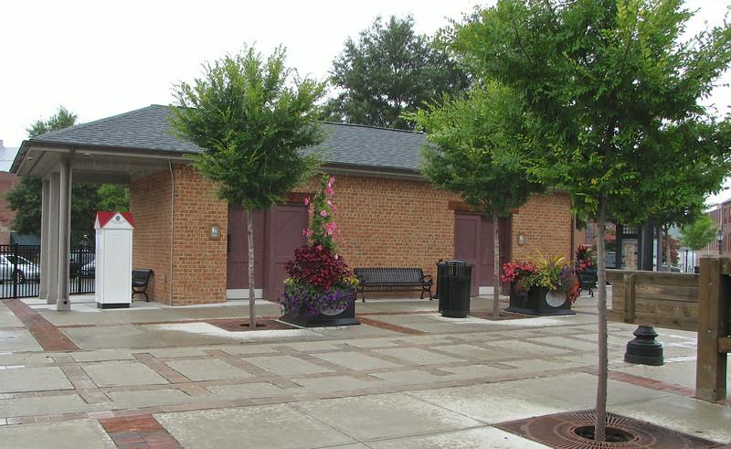 Nice Plaza With Public Restrooms - Farmville, VA