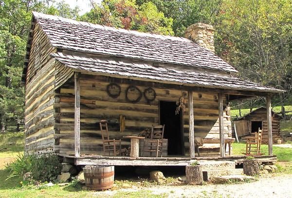 Blue Ridge Parkway - Humpback Rocks Homestead & Visitor Center (Milepost 5.8)