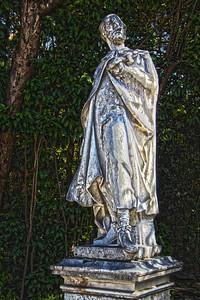 Statue near main entrance of Gardens