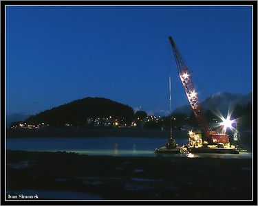 """SWING SHIFT"", building a new harbor at Wrangell, Alaska, USA.-----""NOCNI SMENA"", prace na novem pristavu, Wrangell, Aljaska, USA."
