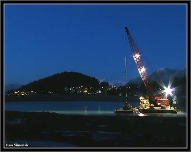"""SWING SHIFT"", building a new harbor at Wrangell, Alaska, USA.-----""NOCNI SMENA"", prace na novem pristavu, Wrangell, Aljaska, USA."
