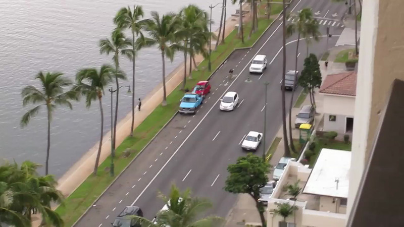This is Ala Wai Street, which is a major traffic thoroughfare in Waikiki (actually, it seems that <em>all</em> streets in Waikiki are major thoroughfares, but I digress), and today was street sweeping day. All cars parked on the street were towed.