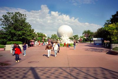 Spaceship earth ride