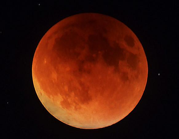 Lunar eclipse near Mount Si