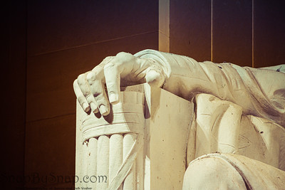 Detail of the hand of Abraham Lincoln