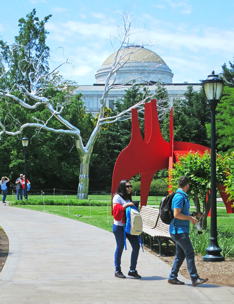 """""""Graft"""" (Roxy Paine, 2008) and """"Cheval Rouge"""" (Alexander Calder, 1898-1976)"""