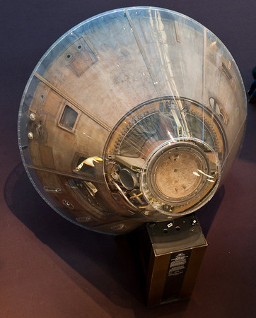 Smithsonian Air and Space - Apollo 11 capsule (1st man on the moon mission)