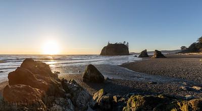 Sunset along the rugged coast of Washington on Ruby Beach