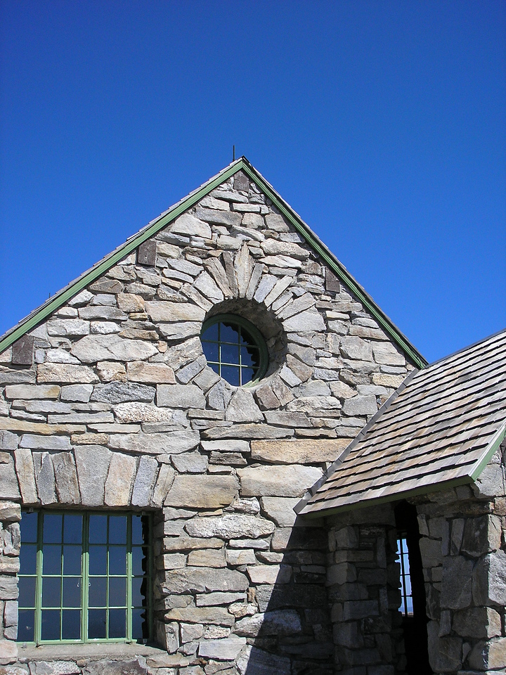 This stone masonry is very beautiful.