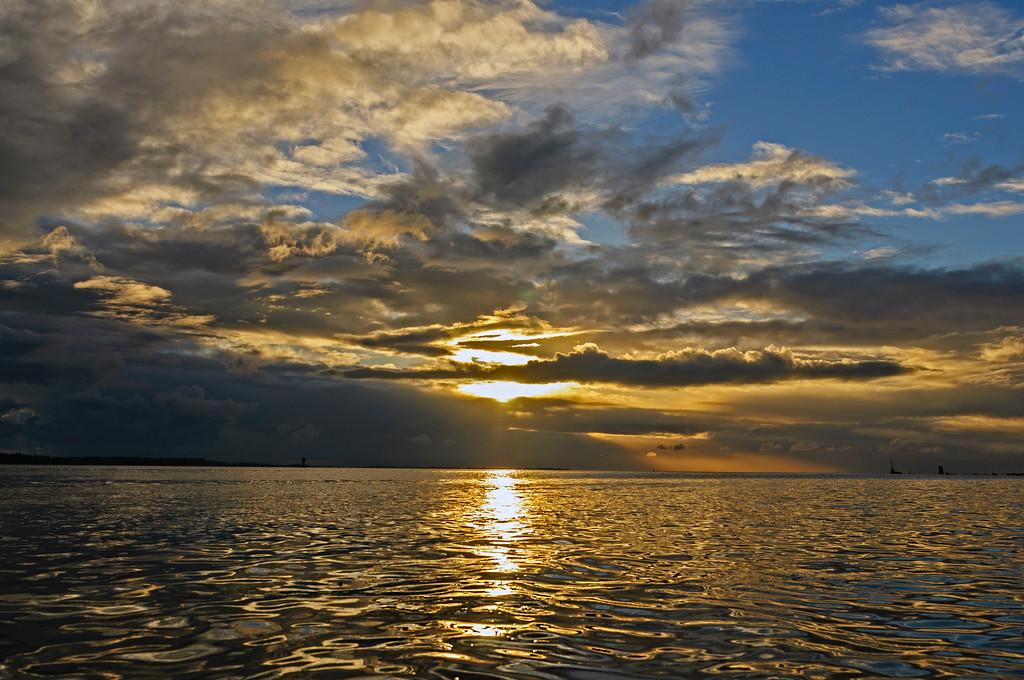 Hoquiam sunset over Grays Harbor