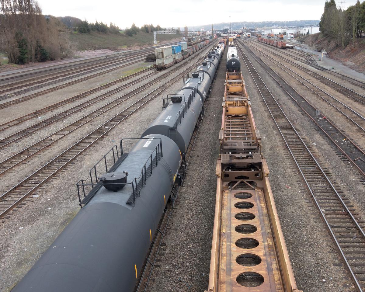 20151224.  View of trains from West Dravis Street bridge, Seattle WA.
