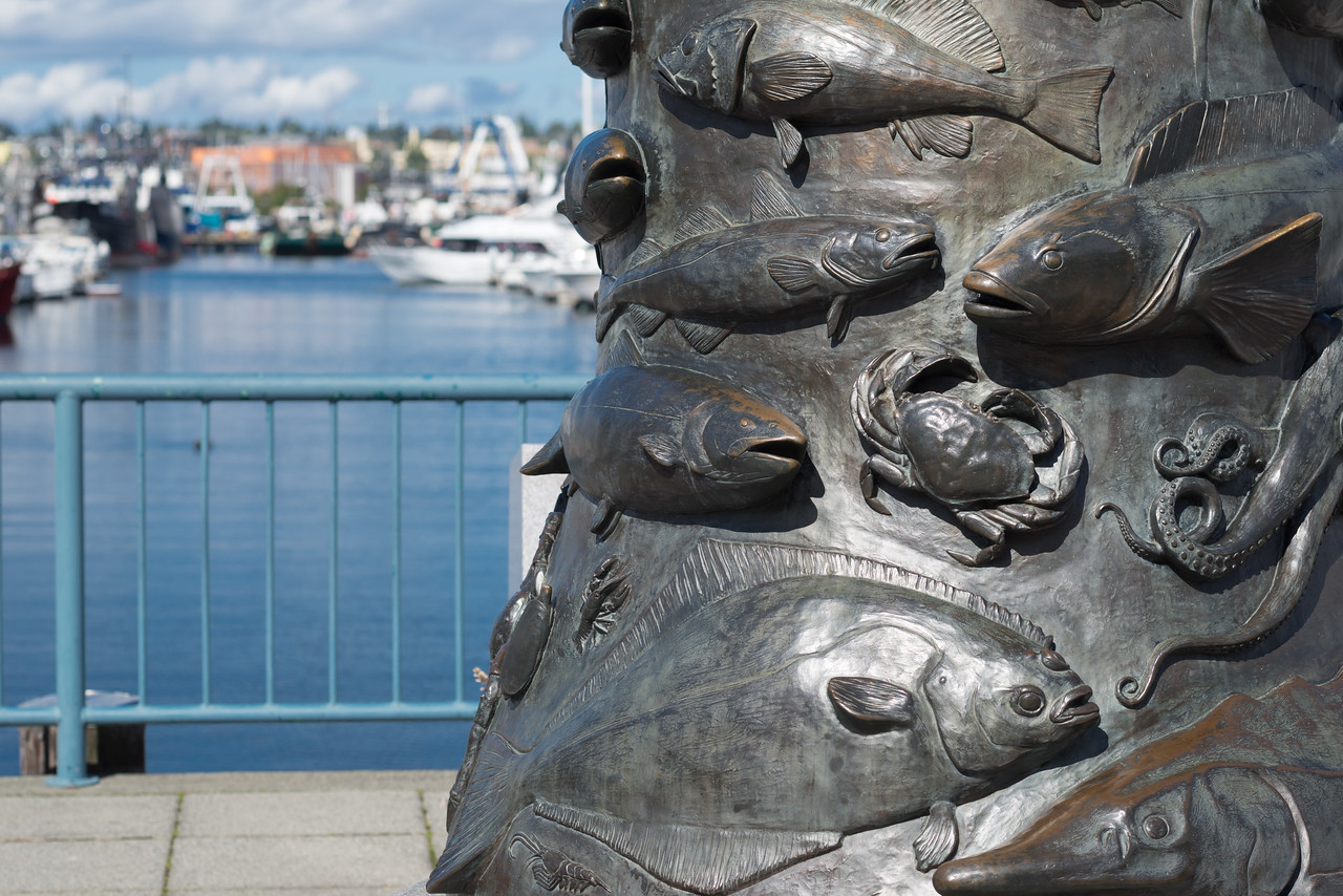 20160908.  Fisherman's memorial statue at Fisherman's Terminal on Washington Ship Channel, Port of Seattle, Seattle WA.