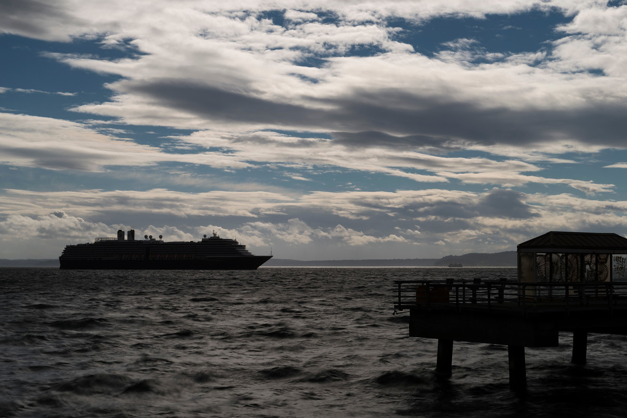 20160917.  Cruise ship leaving Cruise Ship Terminal 91, Seattle WA.