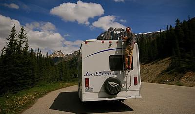 Bergbeklimmer! @ Hector Lake, Waputik Mountain Range. Banff National Park, Alberta, Canada.