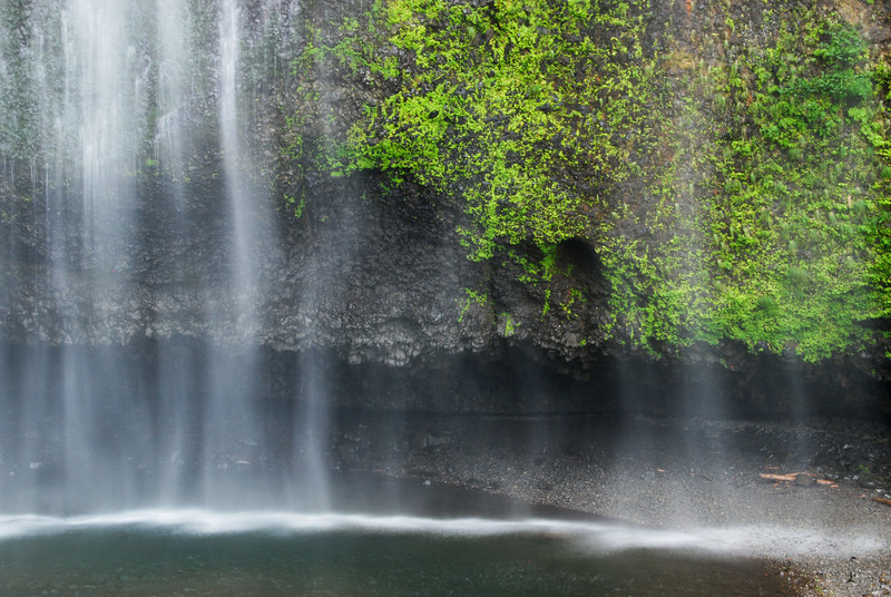 """<span id=""""title"""">Multnomah Falls</span> 620 feet later, the water lands in this small pool"""