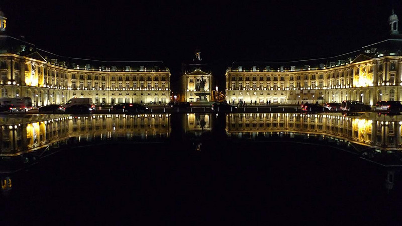 Reflet de La Place de la Bourse dans le Miroir d'Eau, Bordeaux