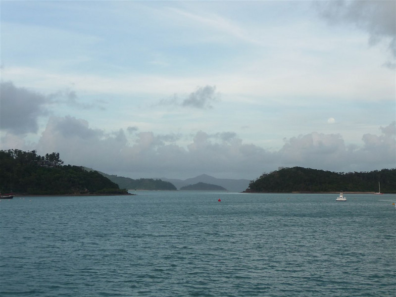 Passage from Shute Harbour to South Molle Island and Whitsundays Island.