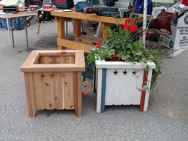 <br><br><font size=3>A couple of planters, built from a plan in Woodsmith Magazine.</font>