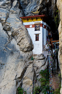 Retreat house at the bottom of the chasm between the chorten and the Tiger's Nest.