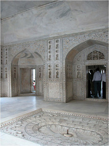 The interiors of the rooms are clad in marble with decorations in the style of the Taj Mahal. It is easy to imagine the same work force that built the Taj also built the fort ... perhaps in their spare time.