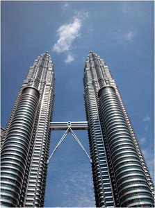 Arguably the best known landmark in Kuala Lumpur (KL) is the Petronas twin-tower complex. Since September 11, it is the tallest twin tower in the world. You may remember it as the setting for the movie Entrapment with Sean Connery and Catherine Zeta-Jones.