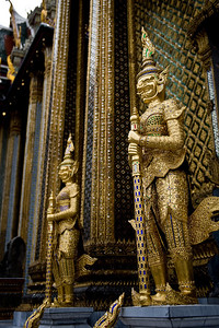 In front of one of the main temples, these two statues stand guard. They are covered in finely worked gold and semi-precious jewels. The detail is incredible.