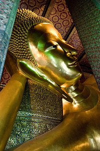 Our second major stop was the temple of the reclining Buddha. If you ever get the chance to see it, it's most impressive.