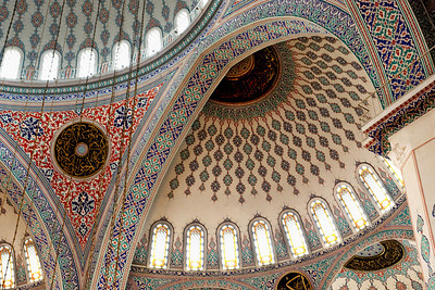 Kocatepe Mosque: The walls, ceilings and domes are richly decorated.