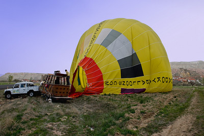 When we landed the balloon pilot set the balloon down right on its trailor, an amazing feat if you ask me!