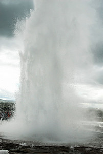 Geyser - The resulting eruption.