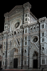 Different perspective: Night! At night the Duomo is lit up by the moon and by atmospheric lights. It looks cleaner, more ethereal, more spiritual even.