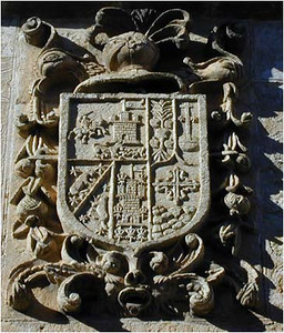 Many of the buildings in Pedraza have crests decorating the walls. Presumably these have something to do with the history of the city, the province or the family that built the building.