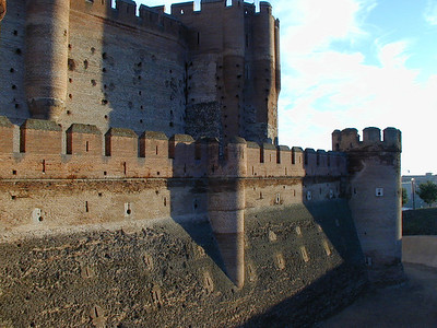 Great curtain walls surround the castle and are in turn surrounded by a classic mote. The mote was never filled.