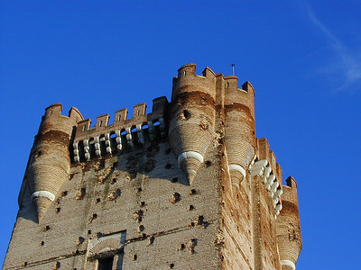 Detail of the top of the tower. Here you can see the twin turrets at each corner.